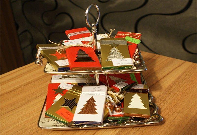 Bastelidee mit Tapete: Kleine Aufmerksamkeiten zu Weihnachten