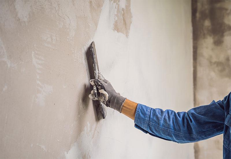Unebene Wände tapezieren: Tipps, Tricks & geeignete Tapeten