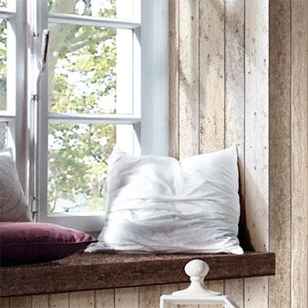 Fensternische mit Tapete