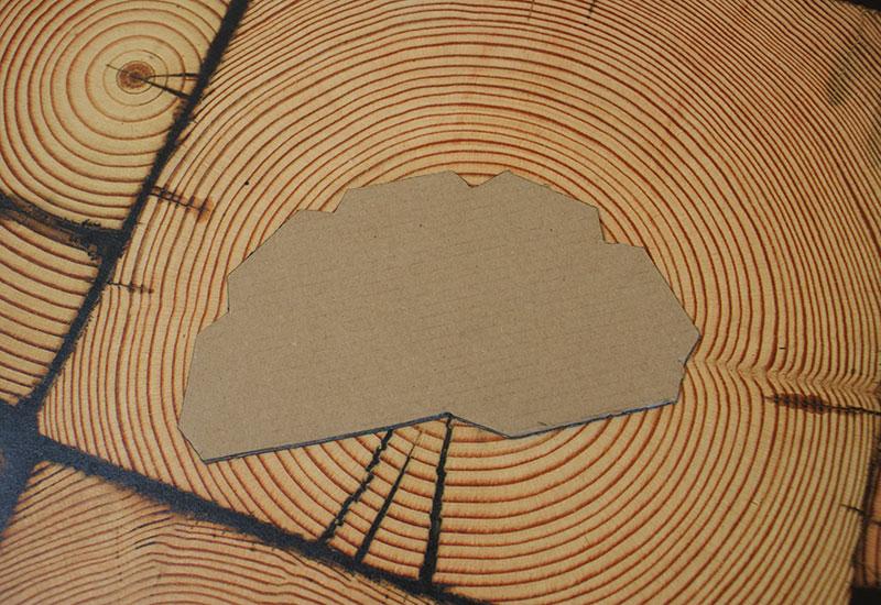 Halbes Zehneck auf Pappe ausgeschnitten
