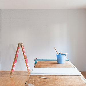 Glatte Wand fertig zum Tapezieren